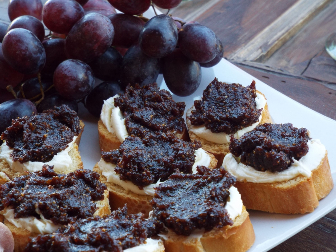 Fig Spread and Mascarpone Crostini recipe