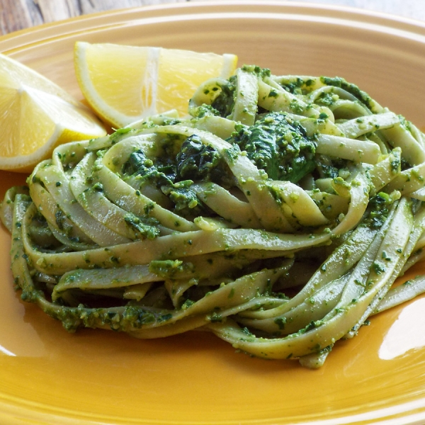 Fettuccine with Spinach Pesto and Lemon recipe