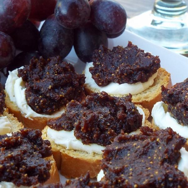 Fig Spread and Mascarpone Crostini recipe